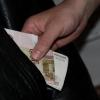 В Омске сторож управляющей компании украл деньги у сослуживицы