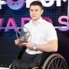 Потерявший ноги при обрушении казармы в Омске десантник получил премию блогеров Рунета