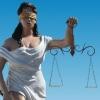 В Омске заключенные слепили из гипса богиню правосудия