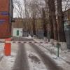 В Омске штрафуют за неправомерную установку шлагбаумов у жилых домов