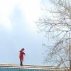 В Омской области за падение работника с крыши мастера участка наказали штрафом