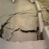 В Омске на отремонтированной дороге образовалась большая яма