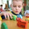 В Омске закрыли детский сад за подушки вместо стекол и грибы на полу