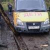 Под Омском из-за сгнившего моста автобус с детьми чуть не рухнул в реку