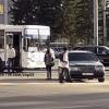 В Омске рядом с МФЦ столкнулись Mercedes и автобус № 25