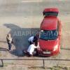 В Омске сотрудники ДПС помогли автоледи поменять колесо
