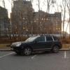 Омичи на Конева ставят машины поперек парковки, чтобы застолбить место для своих