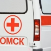 В Омске школьница переходила дорогу в неположенном месте и попала под колеса авто