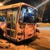 На Красном Пути в Омске столкнулись автобус и внедорожник