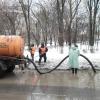 С омских дорог начали откачивать воду