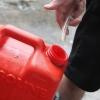 Омич помог задержать мужчину, сливавшего бензин из припаркованных машин