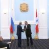 Избирком Омской области торжественно вручил мандаты омским депутатам Госдумы и Заксобрания
