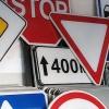 В Омске планируют установить 524 новых дорожных знака