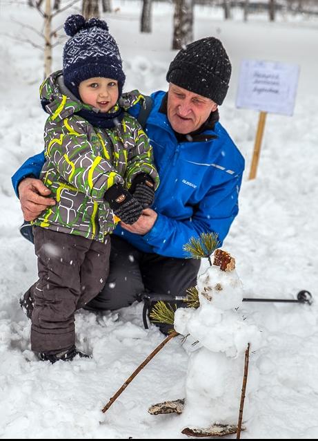 Трехлетний Матвей Никифоров с дедушкой