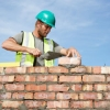 Омские каменщики на скорость строят жилой дом