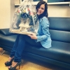 Омич подарил олимпийской чемпионке по фигурному катанию букет из коньков