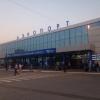 В омском аэропорту грузчик  грузовой тележки врезался в самолет «Уральских авиалиний»