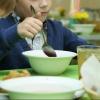 Омское правительство озаботилось питанием и допобразованием школьников