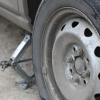 В Омске работник автомойки неудачно покатался на чужой машине