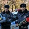 Омские полицейские помогли женщине доехать до роддома, а после родов принесли подарки