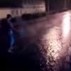 В Омске ночной прорыв трубы затопил улицу Тарскую