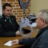 Омича осудили на два года условно за попытку дать взятку судебному приставу