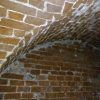 О кирпичных подвалах под элитным домом в Омске известно давно