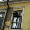 Омичей переселят в общежитие за долги и аварийное состояние квартиры