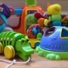 Игрушки и одежда для маленьких детей