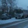 В Омске автоледи объезжала собаку и врезалась в автобус