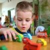 Более 800 трехлетних малышей не получили места в детских садах Омска