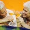 Употребление алкоголя с друзьями может защитить от болезни Альцгеймера
