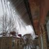 Жители Омска жалуются на опасные сосульки