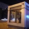 На еще неработающие остановки в Омске поставили охранников