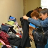 Омичи подарили теплую одежду пожилым людям