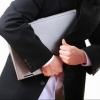 Омича подозревают в краже ноутбука из банка