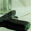 В Омске ночью мужчина напал с пневматическим пистолетом на продавца магазина