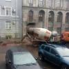 В Омске на Мира и Лаптева сфотографировали укладку асфальта в дождь