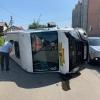 Микроавтобус вне маршрута в Омске попал в ДТП