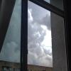 В Омске погибла женщина, выпав из окна