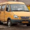 В Омске пьяный маршрутчик во дворе многоэтажки помял две машины