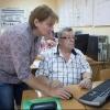 Более 400 омских пенсионеров научатся работать на компьютере