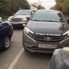 В Омске на 20-летия РККА автохам на «Ладе» объезжал пробку по встречке