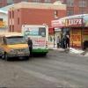 В центре Омска газель и автобус не поделили дорогу