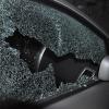 Омич разбил стекло и помял дверь такси