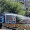 В Омске начинают массовый полив деревьев в скверах