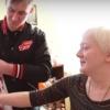 Лемтюгов сходил в гости к болельщице «Авангарда» и подарил свой свитер