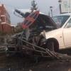 В центре Омска иномарка вылетела на тротуар, сломав дорожные знаки и ограждение