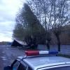 В Омске ветер снес крышу с двухэтажного здания