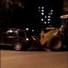 В Омске иномарка попалась на ковш экскаватору